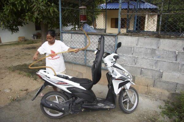 MOTO DE ALQUILER EN KO PHA NGAN, TAILANDIA