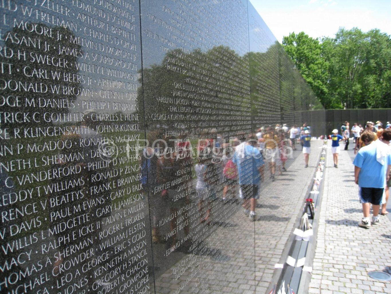 MONUMENTO A LOS VETERANOS DEL VIETNAM EN WASHINGTON DC